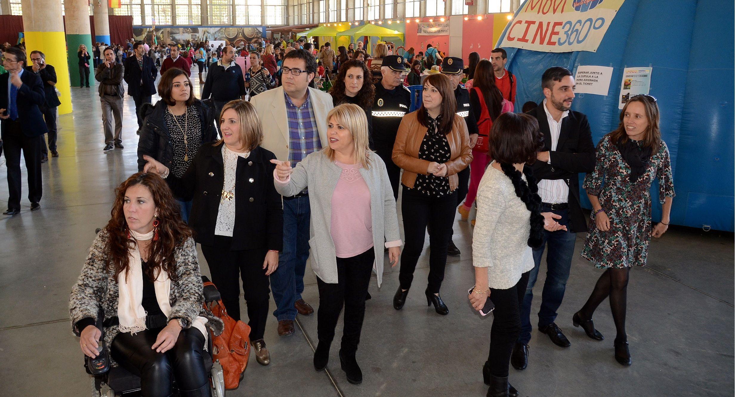 Mamen Sánchez visita junto a Irene García las instalaciones de IFECA el día de inauguración de Juvelandia 2015 | Foto de Carlos Santos