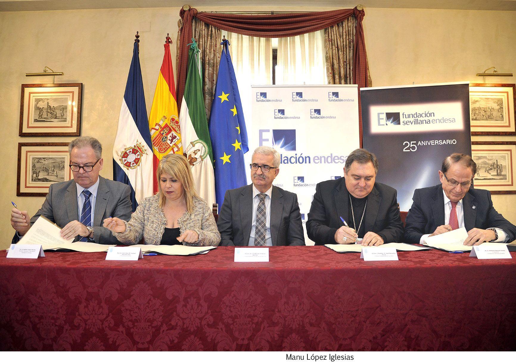 Alcaldesa en firma iluminacion de iglesias de Santiago _ 02