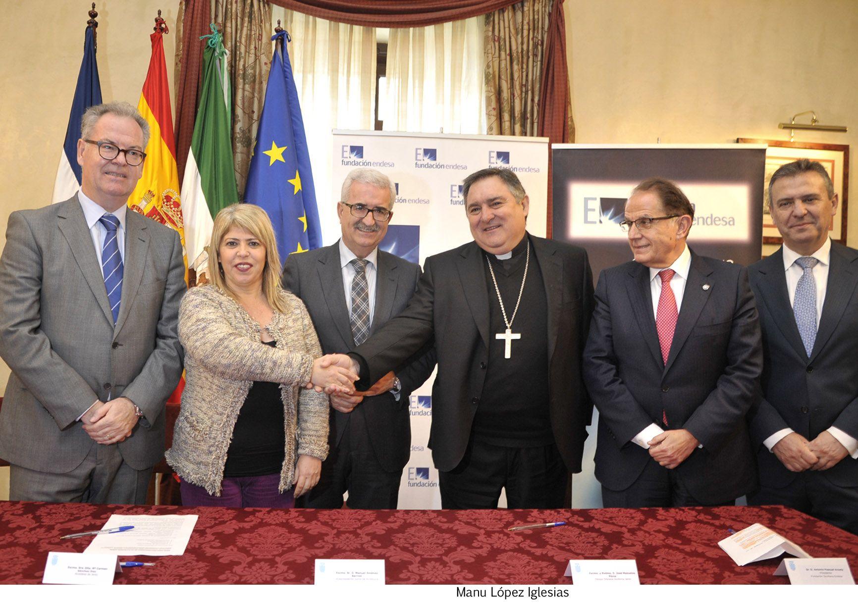 Alcaldesa en firma iluminacion de iglesias de Santiago _ 04