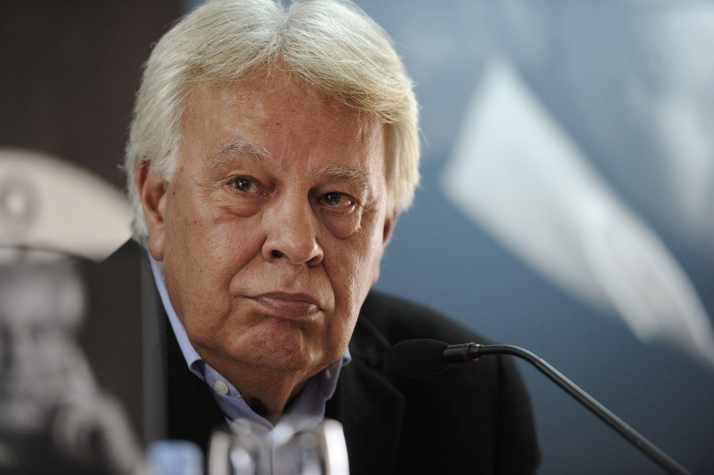 """EL EX PRESIDENTE FELIPE DE GONZALEZ DURANTE LA PRESENTACION DEL LIBRO """"EN BUSCA DE RESPUESTAS. EL LIDERAZGO EN TIEMPO DE CRISIS"""" 07/11/2013 MADRID"""
