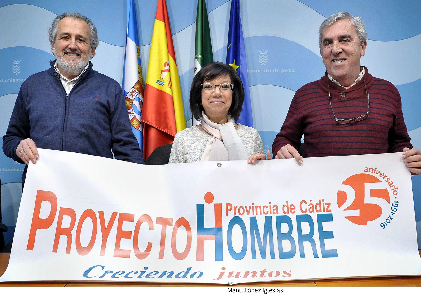 Carmen Collado pres 25 aniver Proyecto Hombre