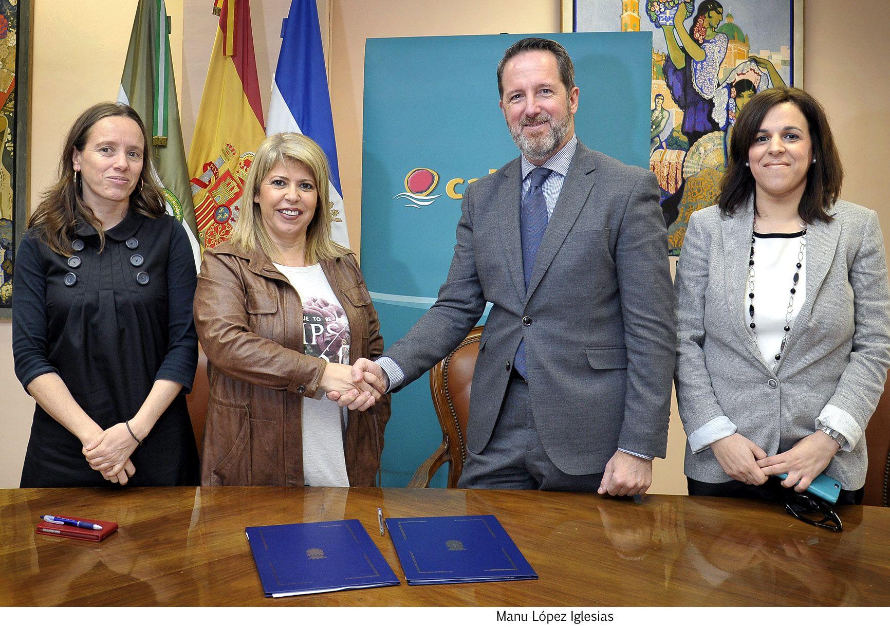 Alcaldesa firma convenio Cajamar