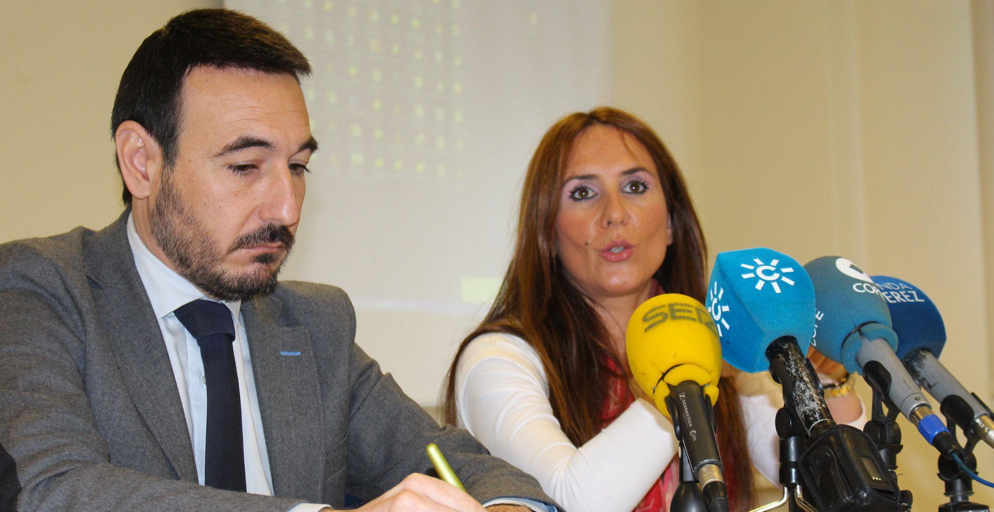 Fernando López Gil y Gema Pérez en rueda de prensa | Eliot Navarro para MIRA Jer
