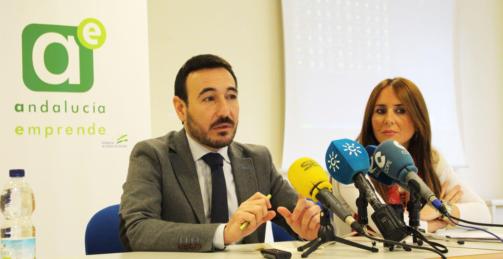 Fernando López Gil y Gema Pérez en rueda de prensa | Eliot Navarro para MIRA Jerez