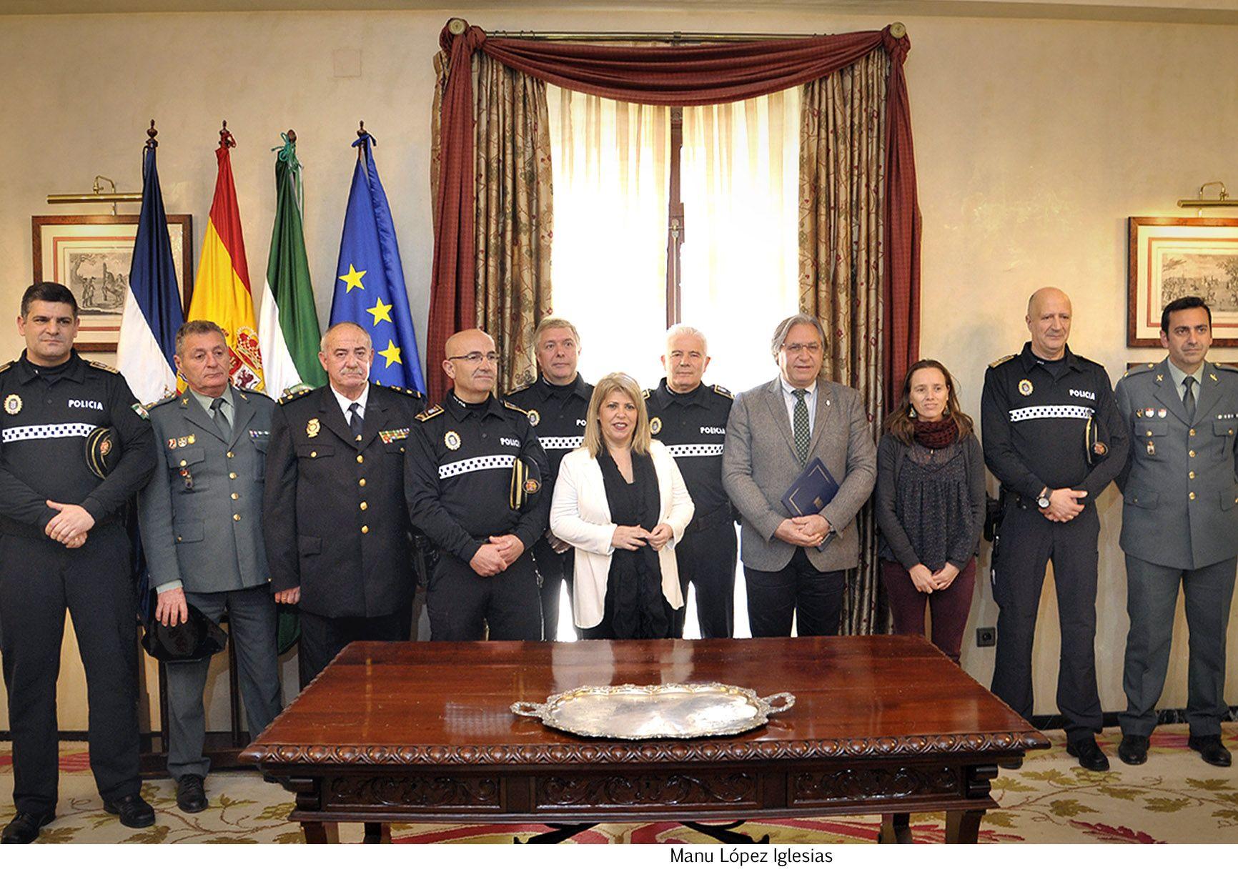Alcaldesa_preside_toma_de_posesion_inspectores_Policia_Local___06