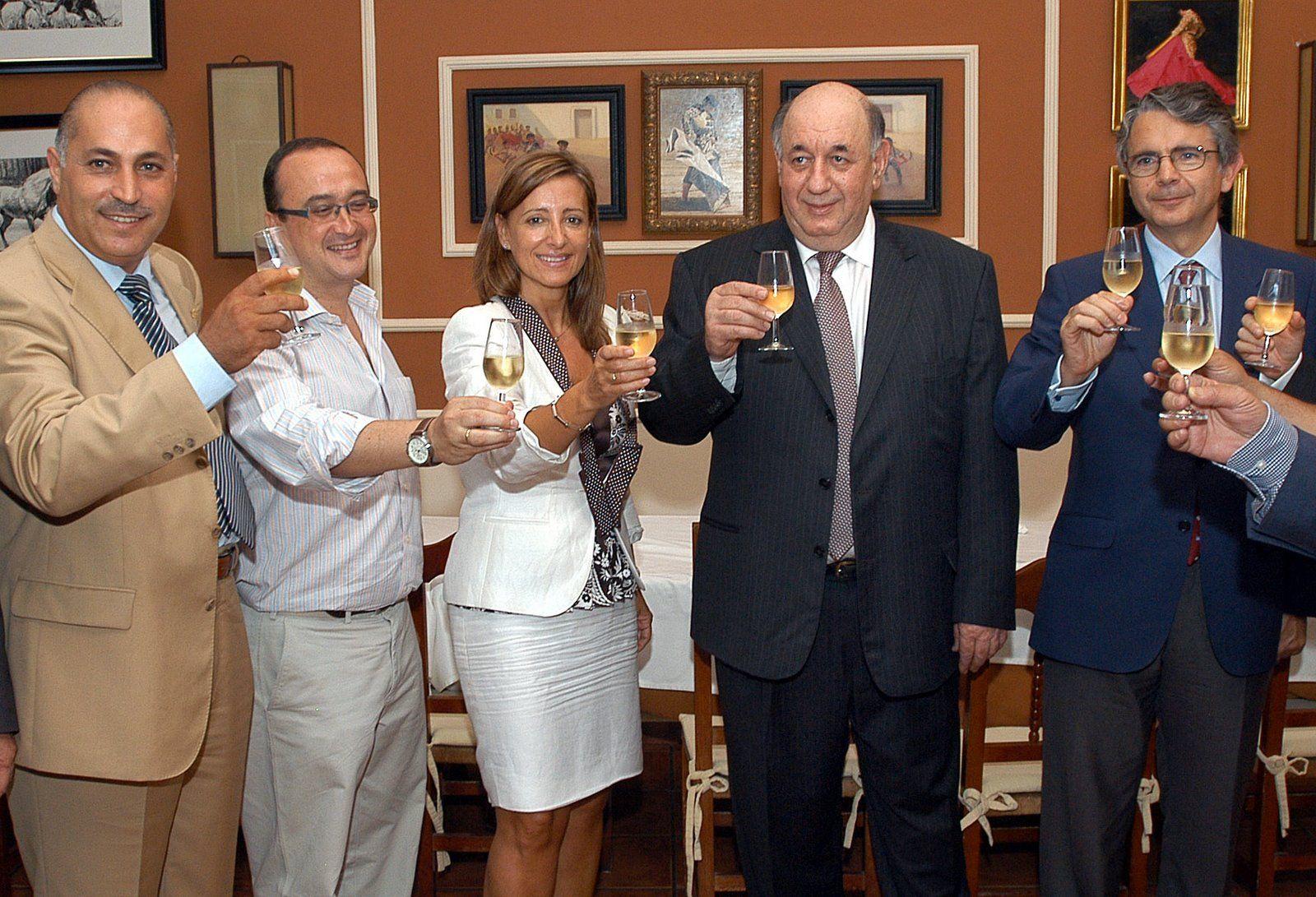 Pilar Sanchez (PSOE) en la firma del convenio con Zahav