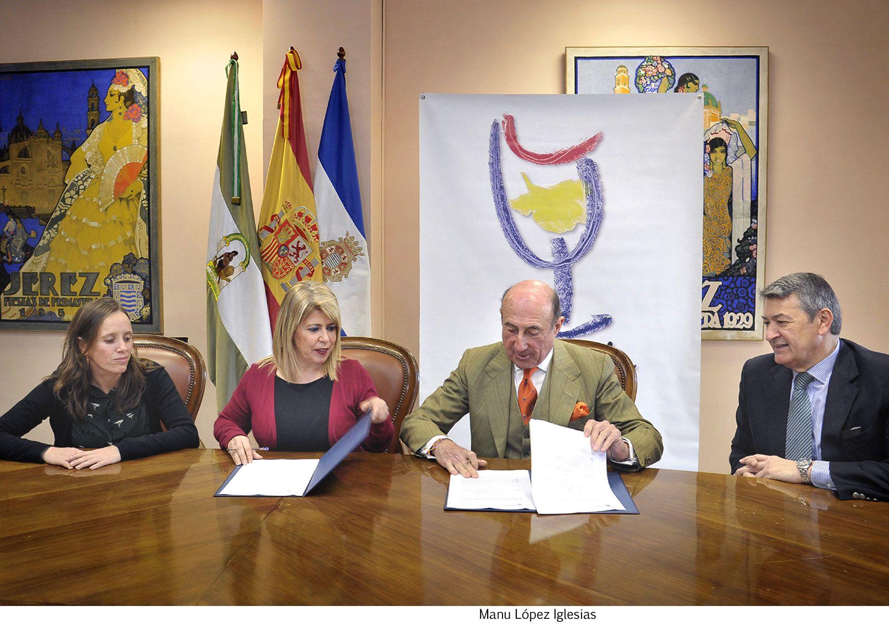 Alcaldesa firma convenio Vinoble _ 01