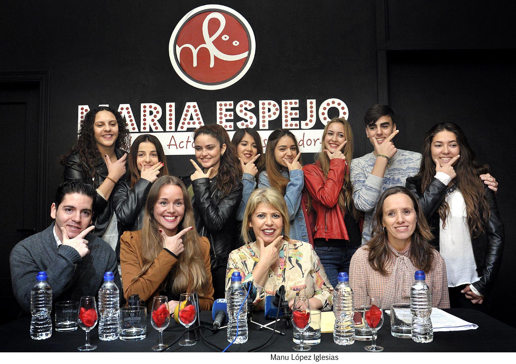 Alcaldesa visita escuela de actores de Maria Espejo _ 02