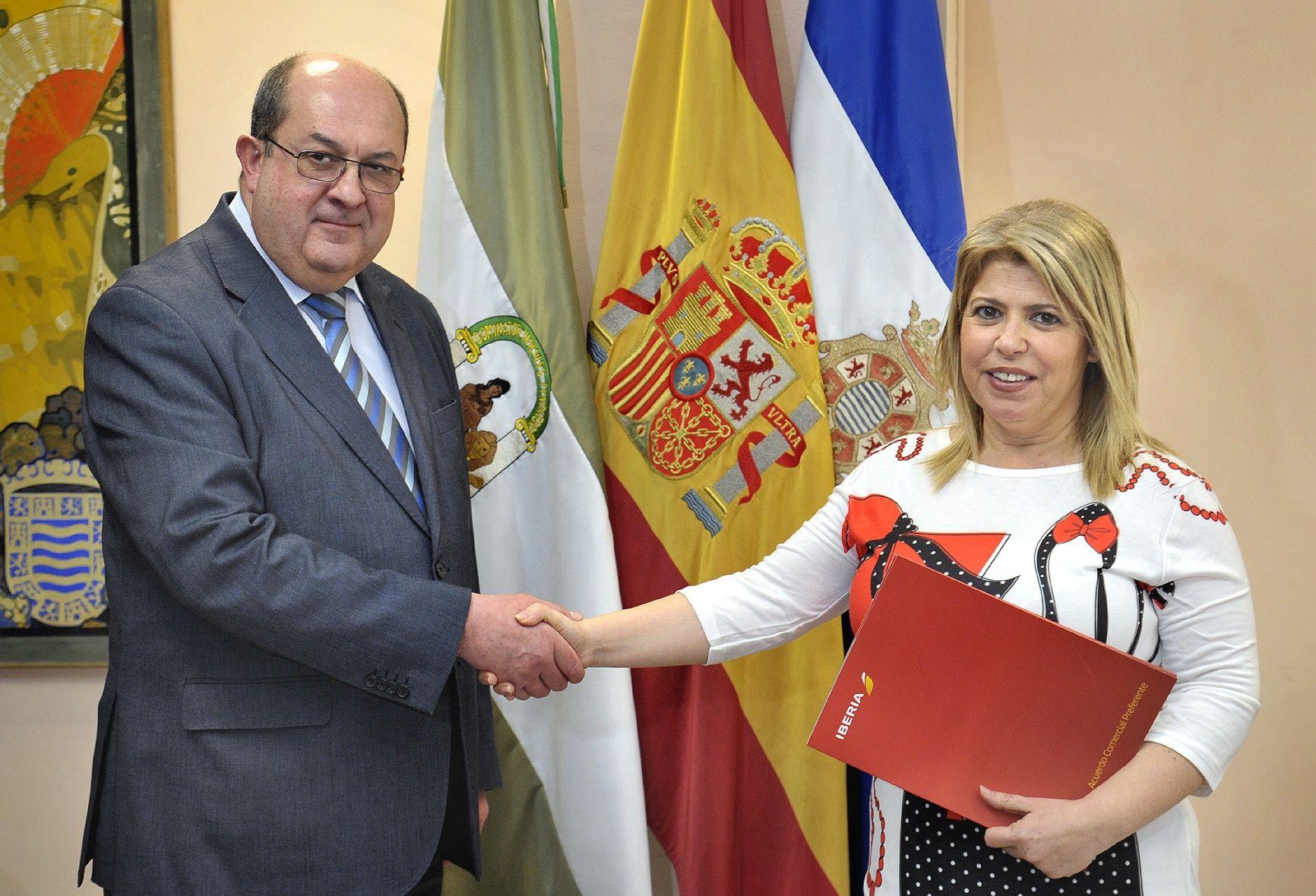 Alcaldesa convenio Iberia _ Vinoble