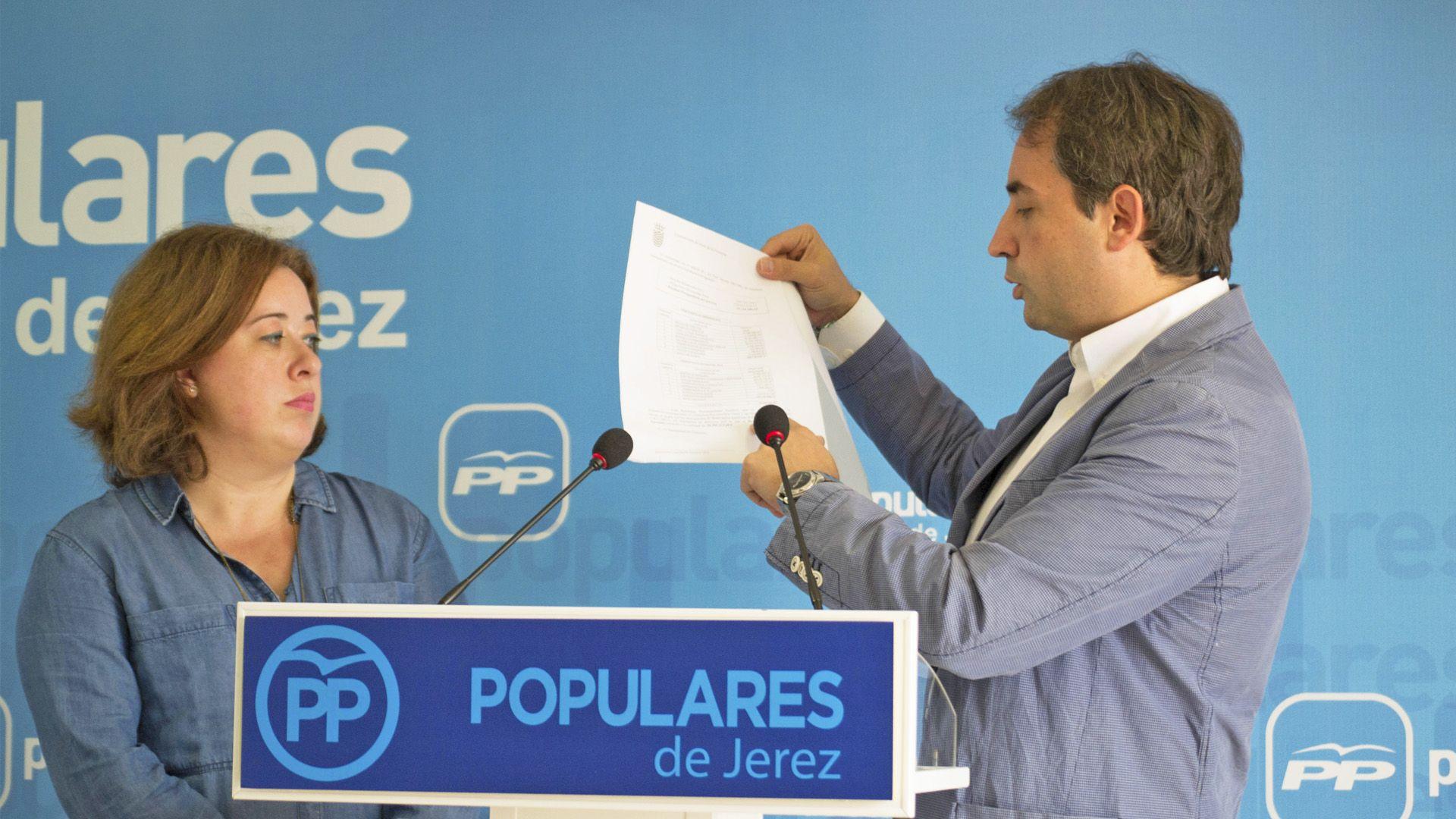 Rueda de Prensa de Antonio Saldaña y Lidia Menacho en la sede del PP de Jerez | Pablo Illanas para MIRA Jerez