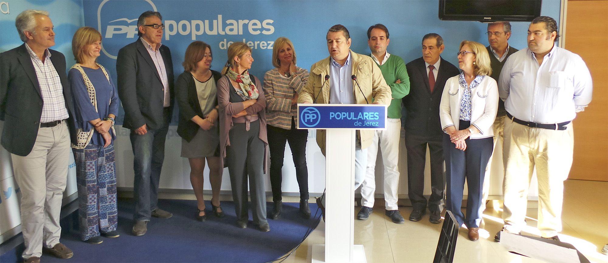 Antonio Sanz, junto a los concejales populares en el Ayuntamiento de Jerez, en apoyo a María José García-Pelayo | MIRA Comunicación