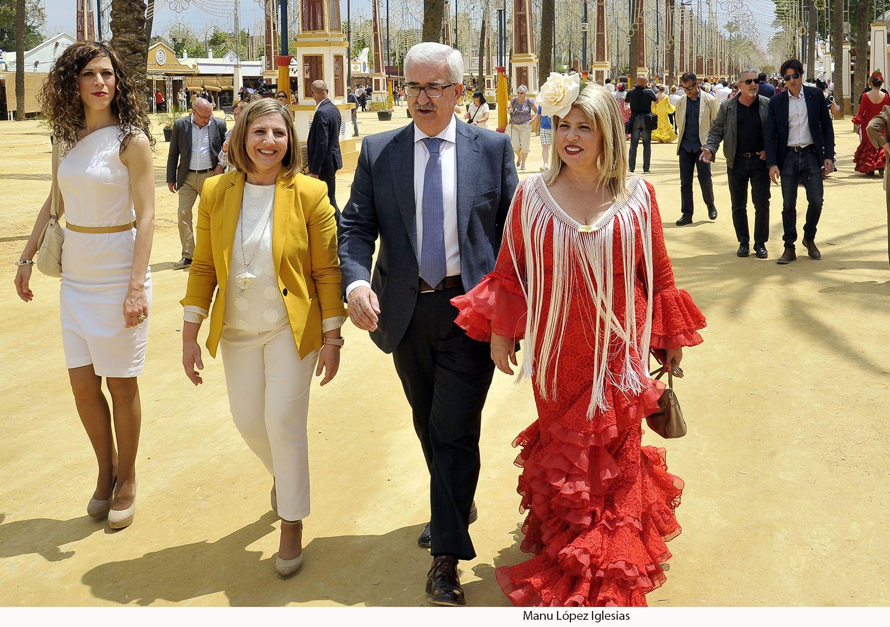 Alcaldesa recibe vicepresidente Junta de Andalucia en Feria _02