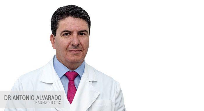 El Dr. Alvarado, traumatólogo del Hospital Jerez Puerta del Sur, aconseja comenzar de forma progresiva