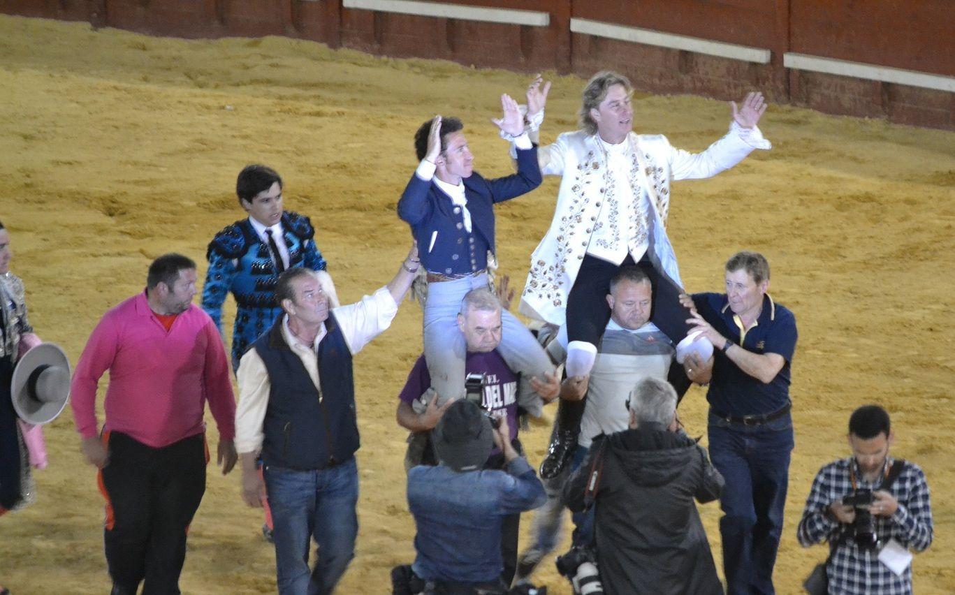 Salida a hombros   Marciano Breña
