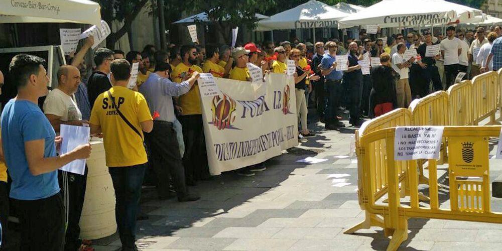 Concentración del SIP a las puertas del Ayuntamiento