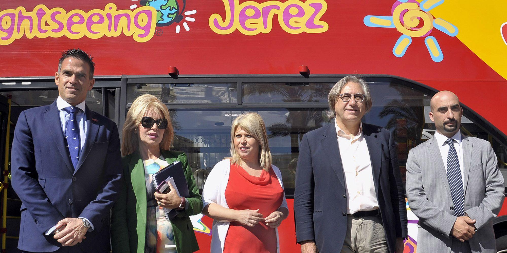 Alcaldesa_pres_nuevas_paradas_Bus_Turistico___02