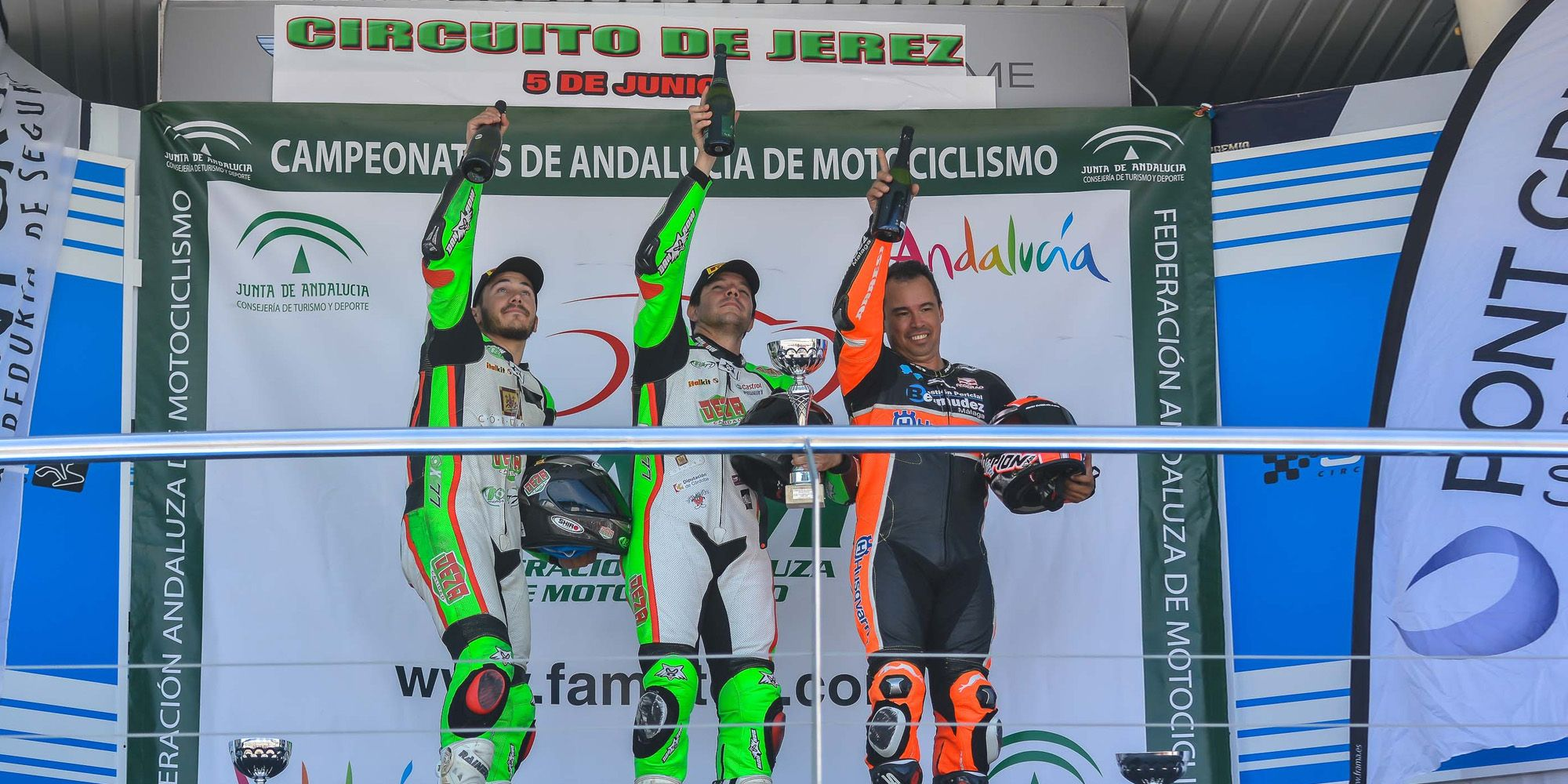 Podium Open1000 con dedicatoria a Luis Salom