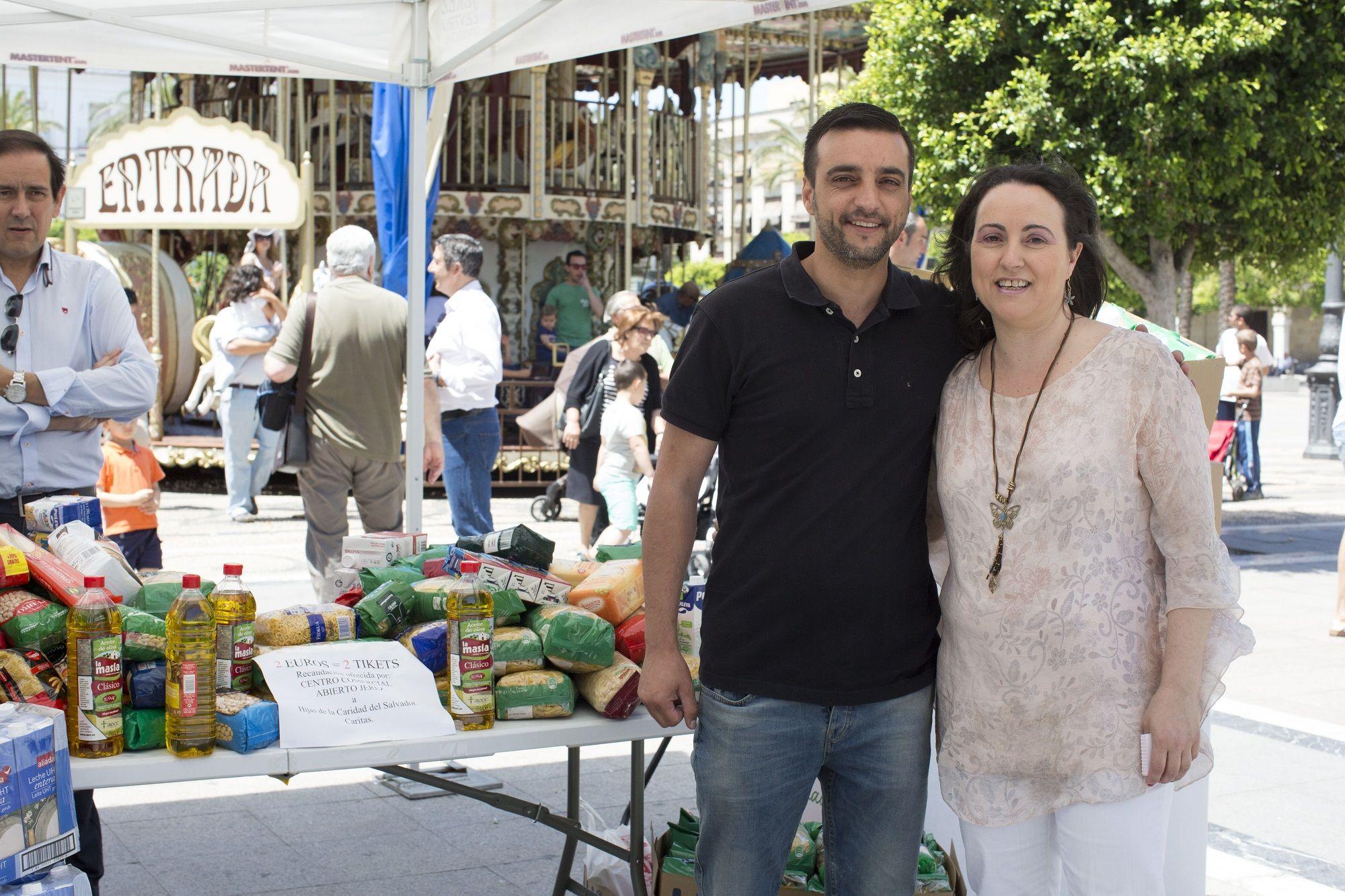 José Antonio Díaz, concejal socialista junto a Nela García