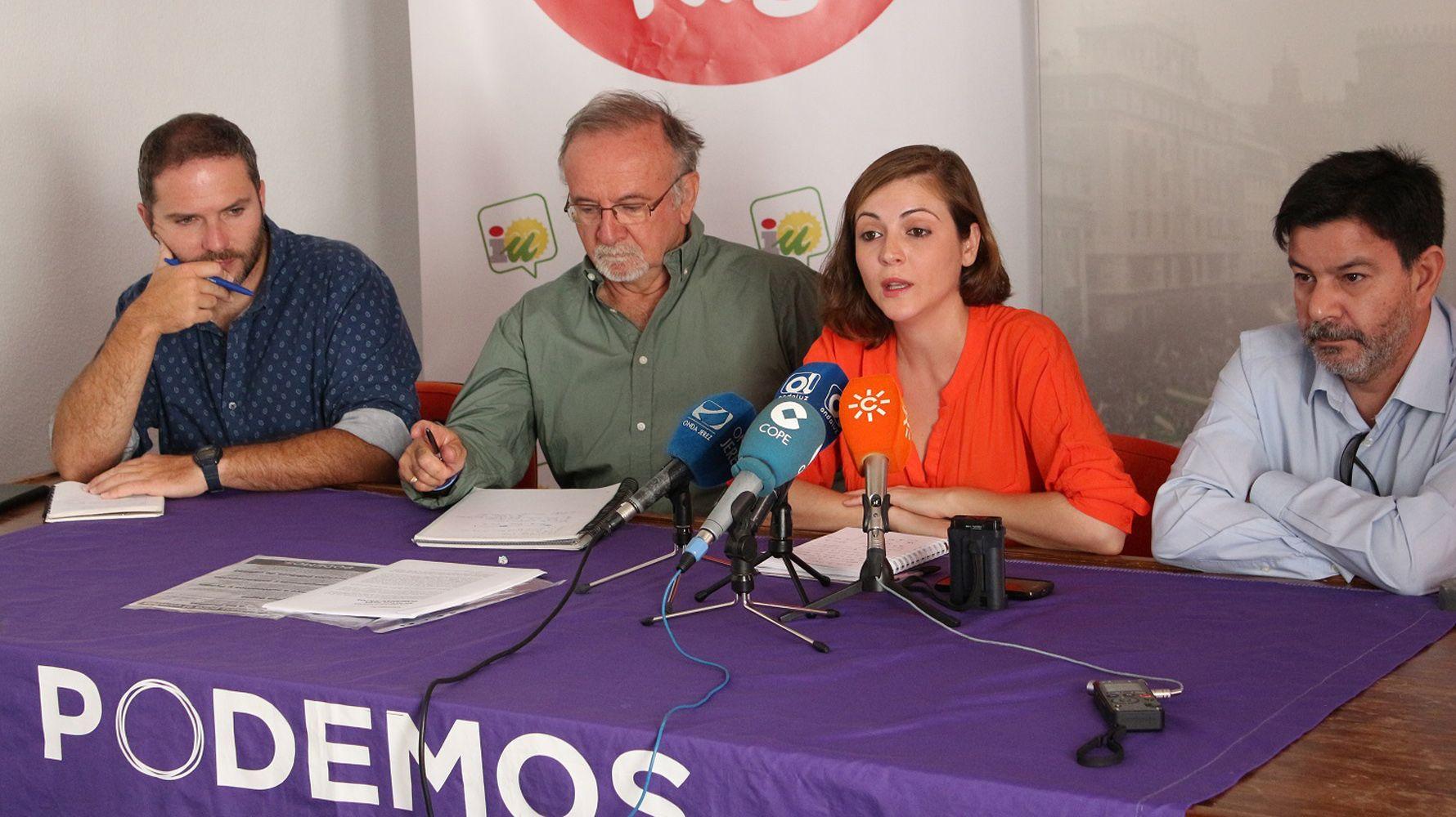 Ana Fernández, concejala de IU en rueda de prensa