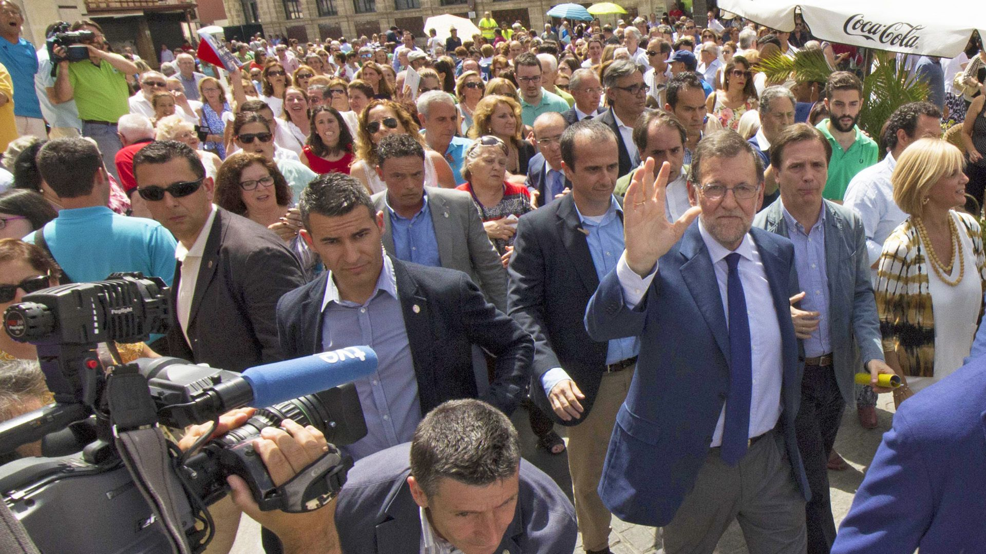 "Mariano Rajoy se da un baño de multitud en el centro de Jerez a gritos de ""Presidente Presidente"" | Juan Carlos Corchado para MIRA Jerez"