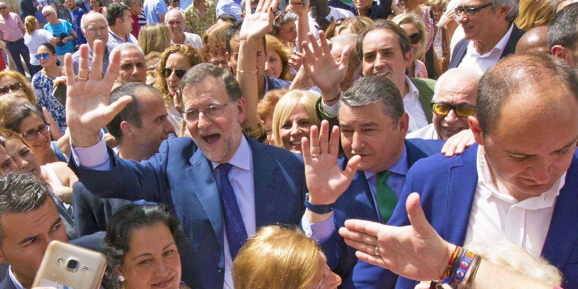 Mariano Rajoy saluda a los ciudadanos en una ciudad que se ha volcado con su visita | Juan Carlos Corchado para MIRA Jerez