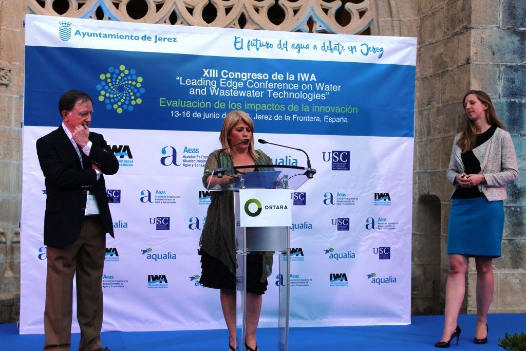Clautros de Sto Domingo: Mamen Sánchez, alcaldesa de Jerez, interviene. A su izquierda, Fernando Morcillo, presidente del comité organizador y de AEAS.