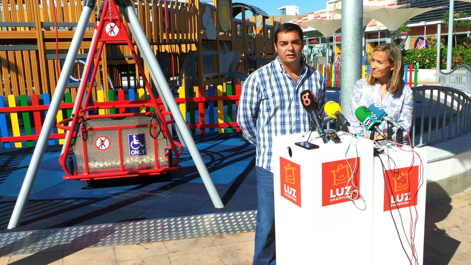 Rosa Amuedo, gerente de Luz Shopping y Javier Martín, director de IKEA Jerez, en rueda de prensa. 18MAY2016 | Miguel Mateos para MIRA Jerez