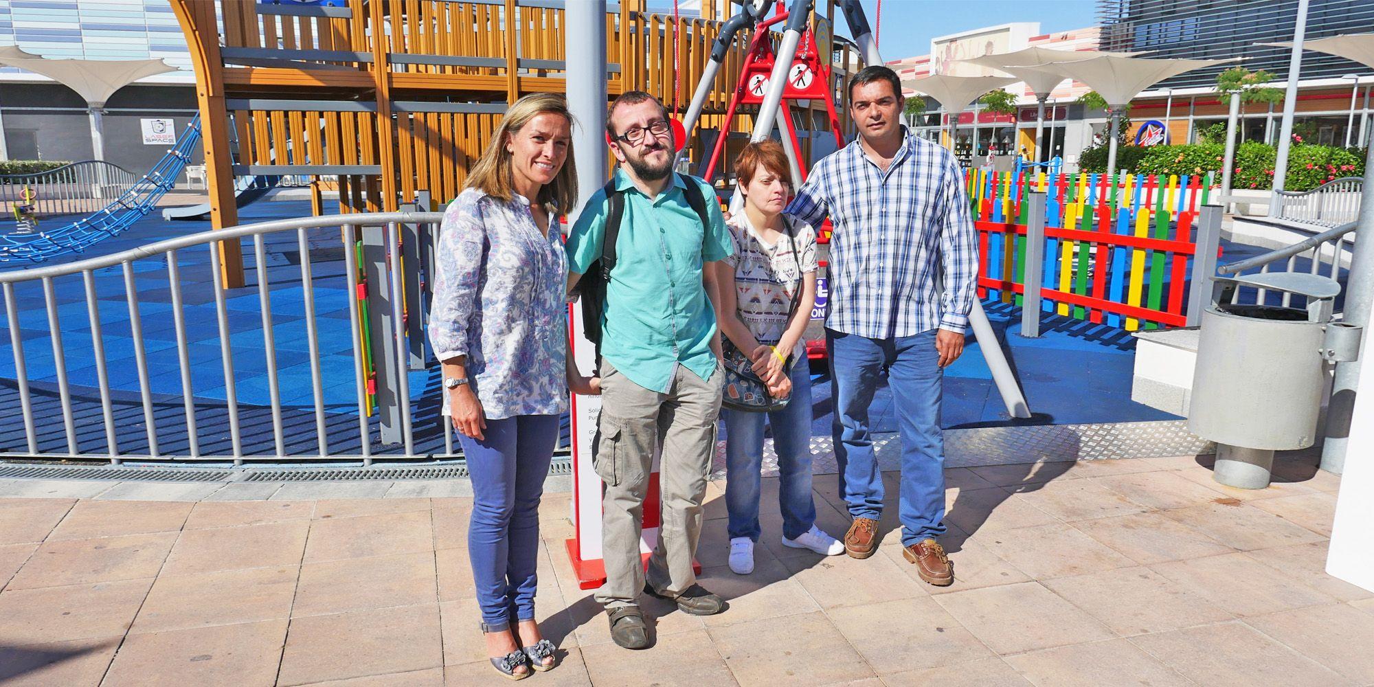 Rosa Amuedo, gerente de Luz Shopping (izq) y Javier Martín, director de IKEA Jerez (der) acompañados de representantes de asociaciones | Miguel Mateos para MIRA Jerez