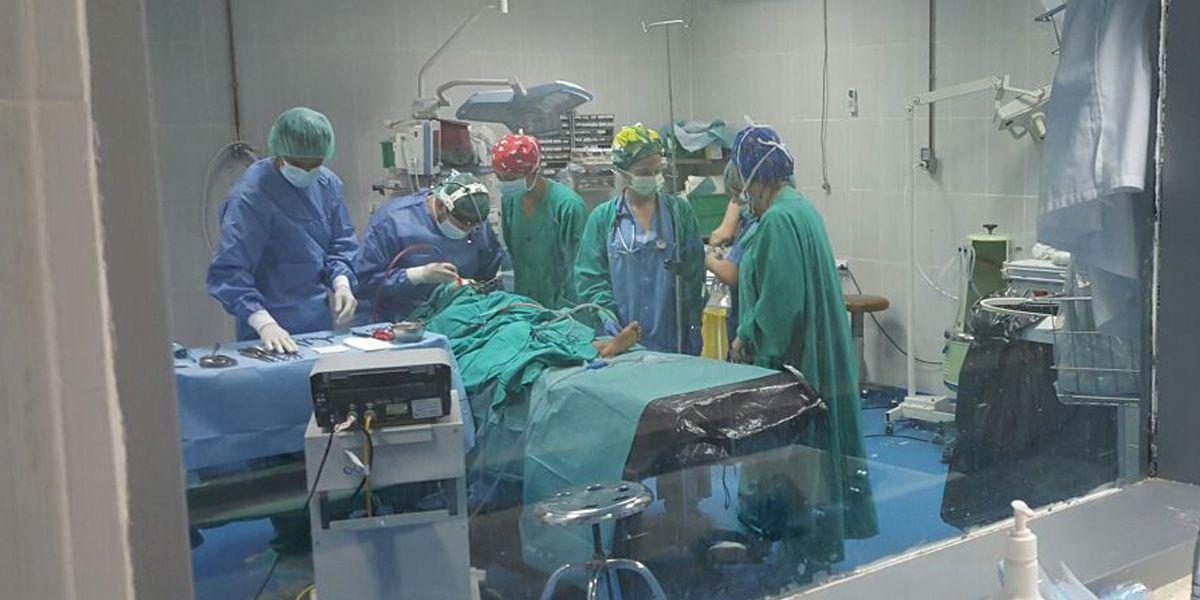 Los especialistas se desplazan durante 15 días a Argelia con el material médico-quirúrgico donado