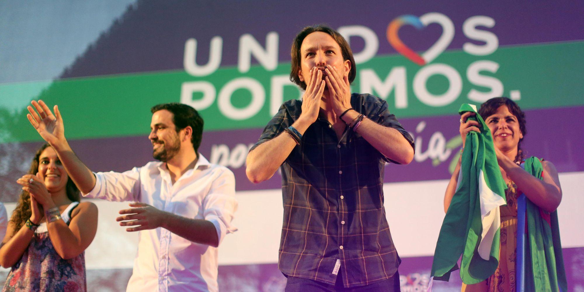 Pablo Iglesias lanza un beso a los asistentes a su mitin de Unidos Podemos en la Alameda Vieja de Jerez de la Frontera |23 jun 2016 | Juan Carlos Corchado para MIRA Jerez