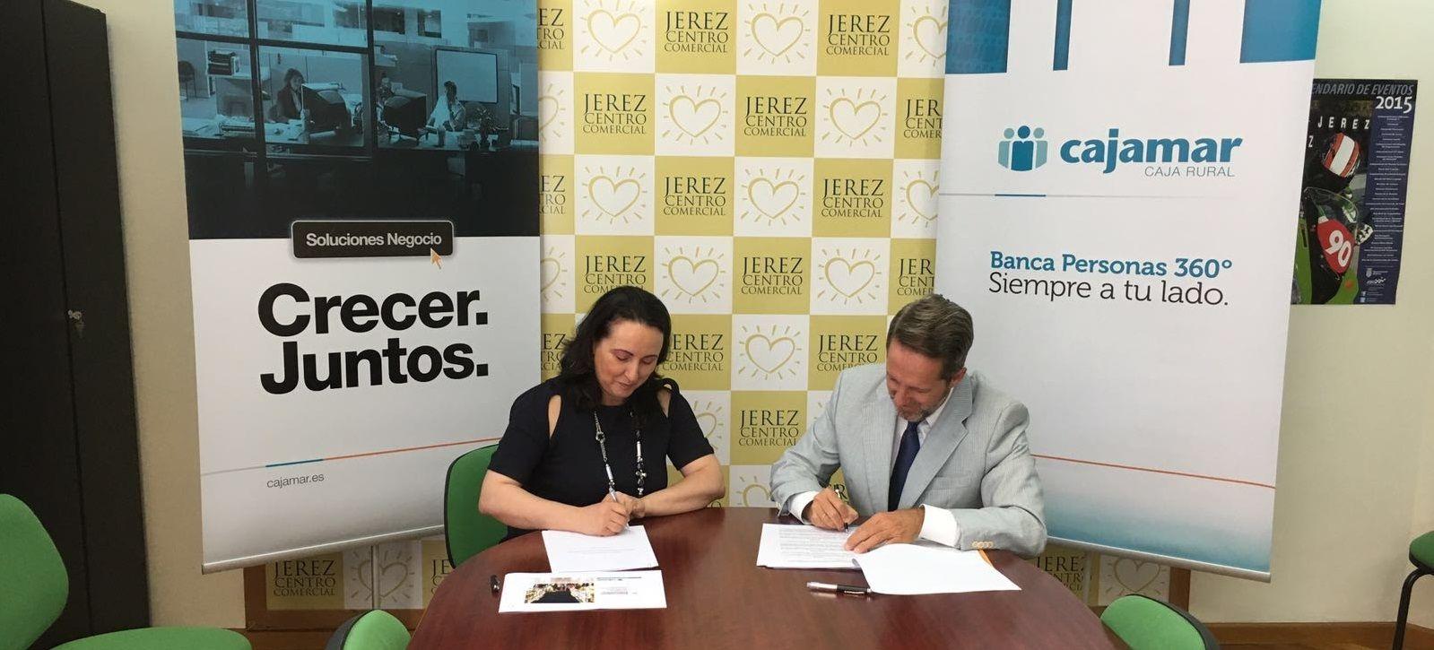 Firma del acuerdo entre Cajamar y Acoje
