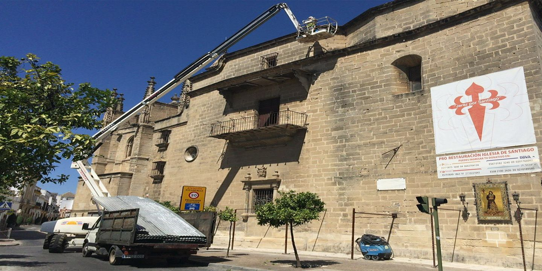 Imágenes del desmontaje de vallado y estructuras de obra de la Iglesia de Santiago, 13 JUL 2016 | Juan Carlos Corchado para MIRA Jerez