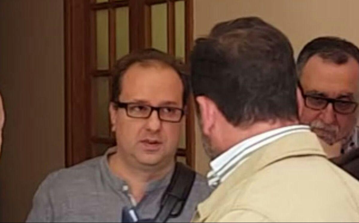 Pedro pablo Pica, asesor político de Mamen Sánchez en el Ayuntamiento de Jerez, instantes después de haber filmado el vídeo. 22 Abril 2016 | MIRA Jerez