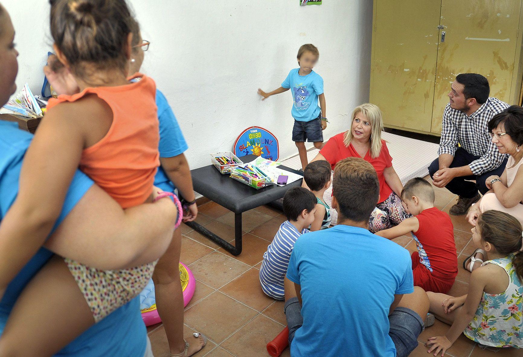 Alcaldesa visita campamento de Caritas _ Foto MLopez Iglesias