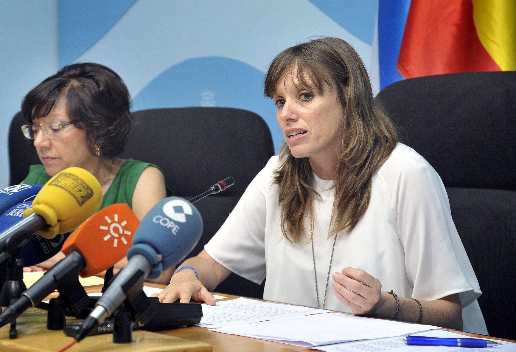 Laura_Alvarez_y_C_Collado_en_rueda_de_prensa___Foto_MLopez_Iglesias