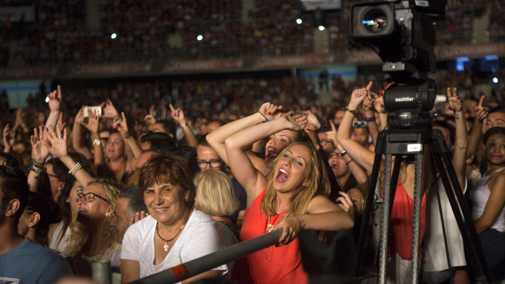 El público que se dio cita en Chapín se entregó en todas las canciones de Alejandro Sanz | Pablo López y Alejandro Sanz | Juan Carlos Corchado para MIRA Jerez