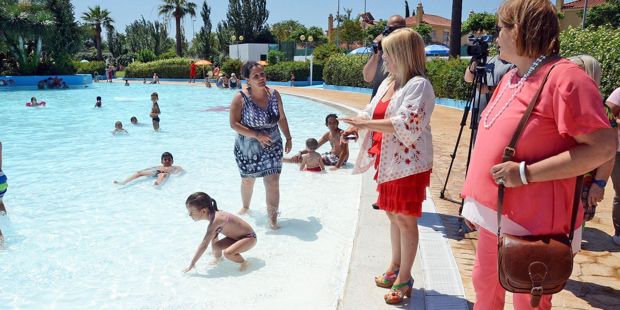 La alcaldesa de Jerez, Mamen Sánchez, inaugurando la temporada de verano en Piscinas Jerez   Mira Jerez