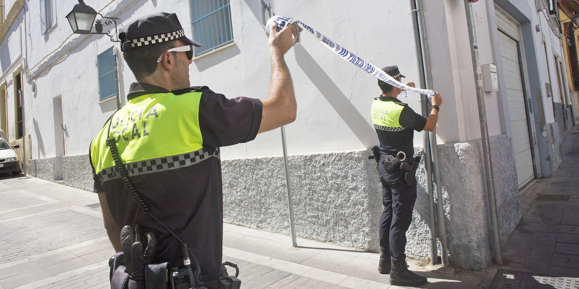 Policías locales acordonan la calle | Juan Carlos Corchado para MIRA Jerez