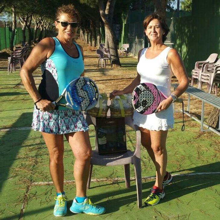 Rosario Chamorro y Elvira Gutiérrez, campeonas de la categoría abasoluta en pádel femenino