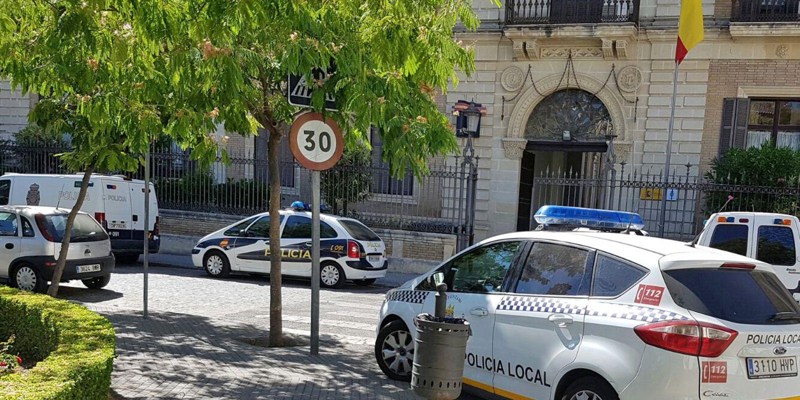 Coche patrulla de la Policía Local que ha llevado al presunto agresor a la Comisaría de la Policía Nacional, 13 AGO 2016 | Mira Jerez
