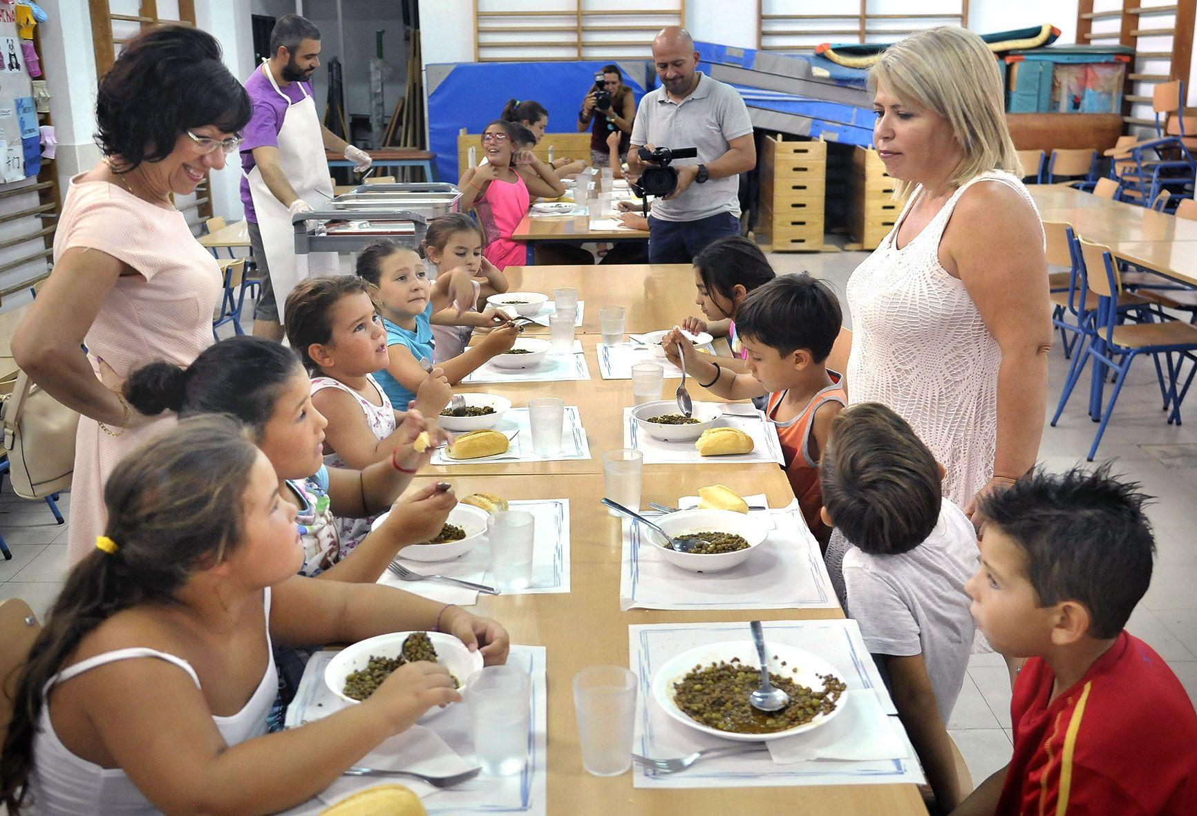 Alcaldesa visita comedor de verano  02