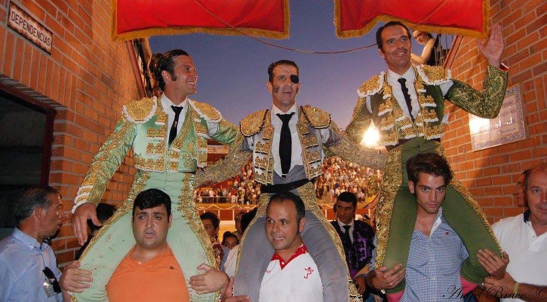 Juan José Padilla sale a hombros por la puerta grande en Esquivias
