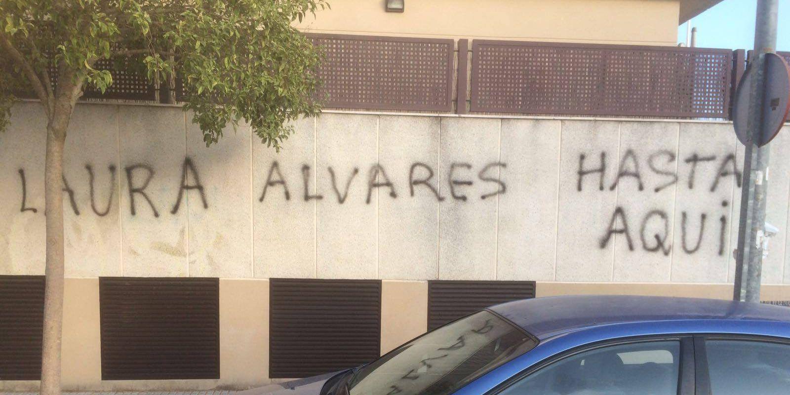 pintadas fachada Laura Alvarez 1