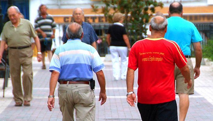 personas-mayores-caminando