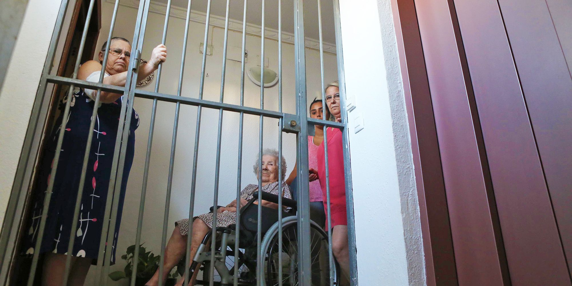 junta-andalucia-mantiene-edificio-con-ascensor-estropeado-1