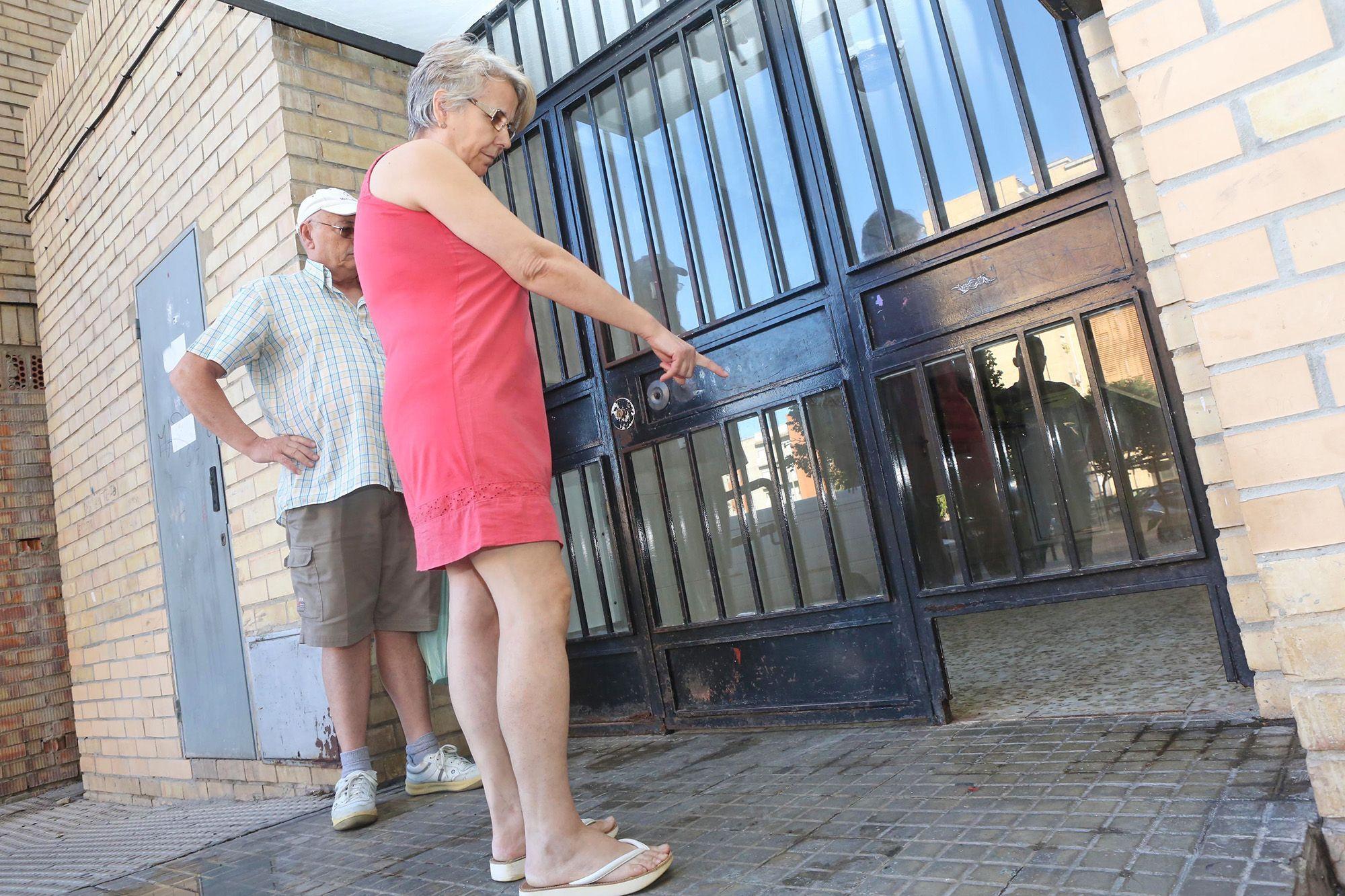 junta-andalucia-mantiene-edificio-con-ascensor-estropeado-2