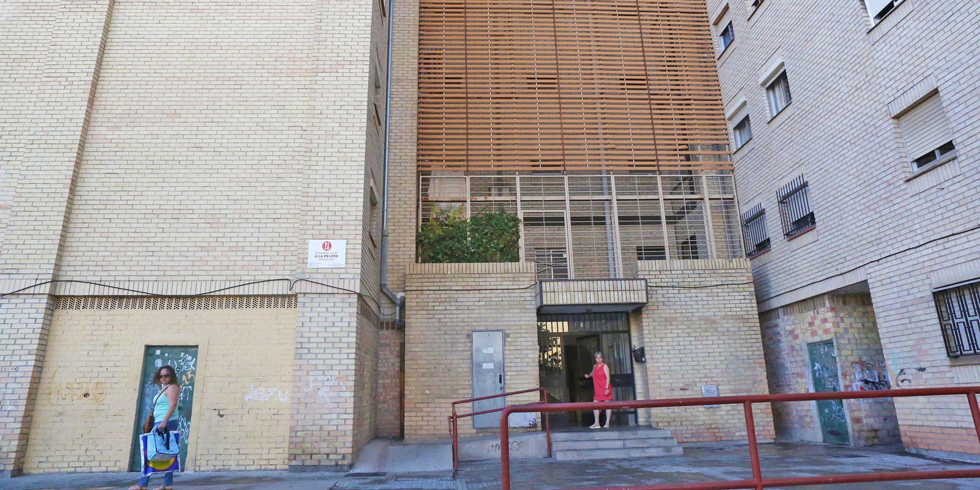 junta-andalucia-mantiene-edificio-con-ascensor-estropeado-6