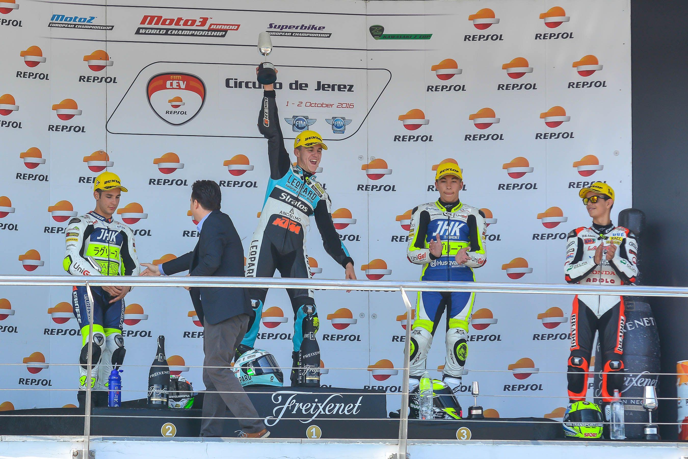 El gaditano Marcos Ramírez en el podium