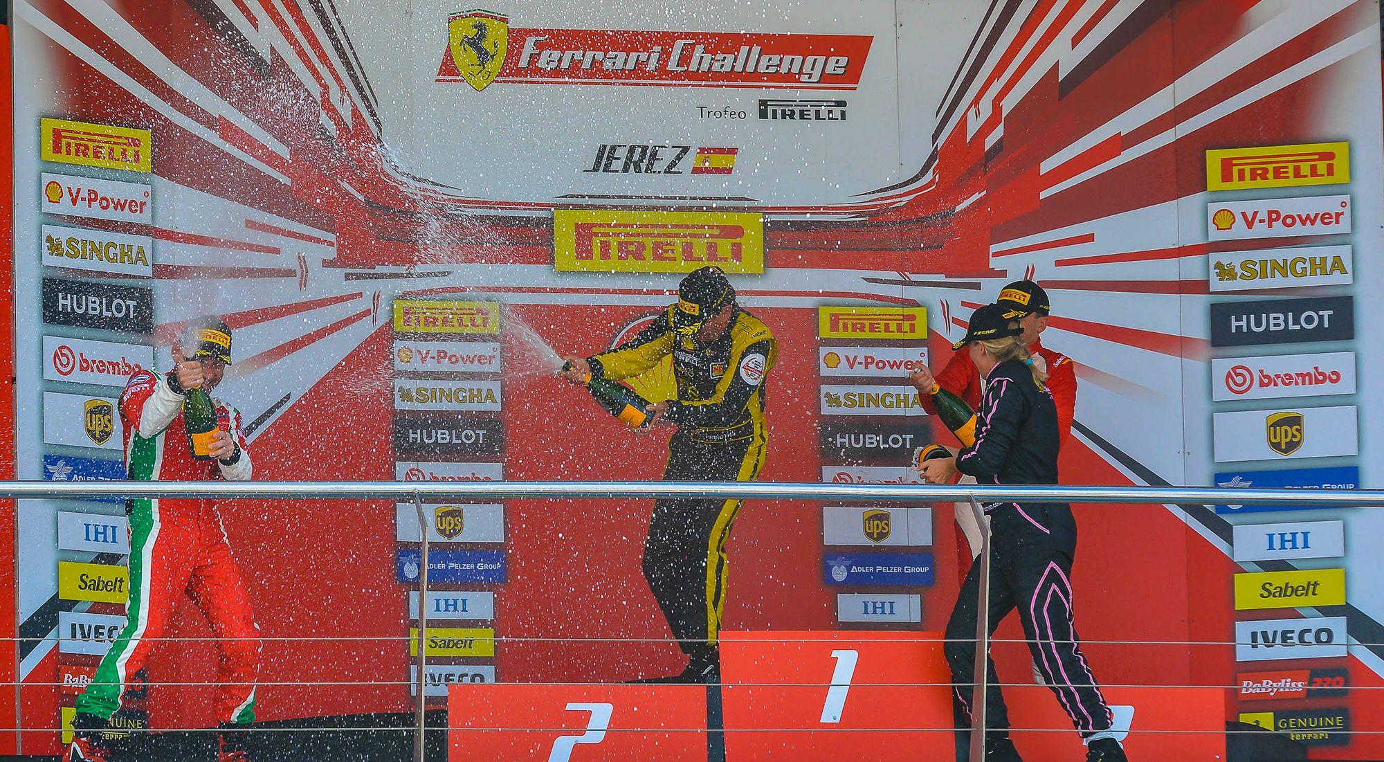 Celebración de los ganadores Ferrari Challenge en Jerez | Christian Cantizano para MIRA Jerez