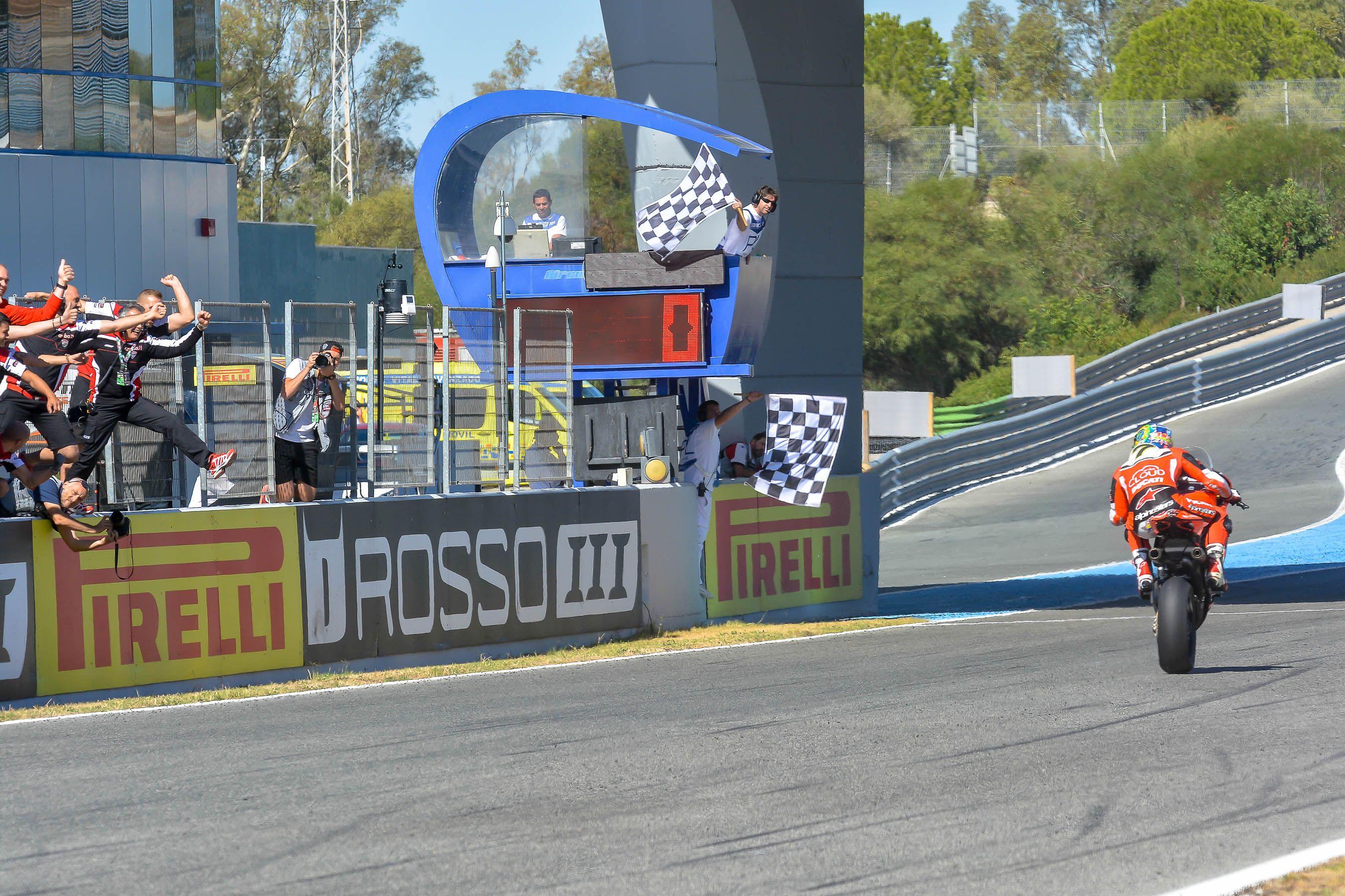 Davies logra la victoria  | Christian Cantizano para MIRA Jerez